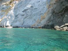 Caves, beaches and natural pools, only a few examples of the beauty that you see here in Ponza!