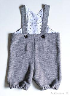 Salopette en laine doublee avec un tissu blanc à pois noir.Elle est elastiquee aux cuisses.100 % laine grise et doublee cotonExiste en taille 6 à 24 mois et 3 à 6 ans.En stock- - - - - - - - - - - - - - - - - - - - - - - -Wool jupsuit lined with a white and black dots fabricWith elastic thigh.100 % grey wool and cotton liningExists in size 6 to 24 months and 3 to 6 yearsIn stock
