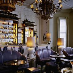 So chic-moody, dark and sexy gorgeous room. The Artesian Bar at The Langham Hotel in London designed by David Collins. David Collins, London Hotels, London Nightlife, Nightlife Travel, Best Cocktail Bars, Cocktail Menu, Cocktail Recipes, Langham Hotel, Cocktails Bar