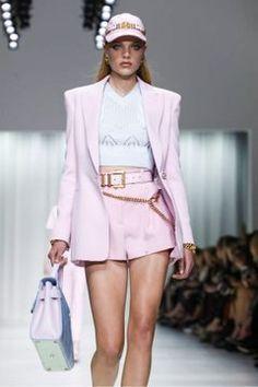 Versace Ready To Wear Spring Summer 2018 Milan Runway Fashion, Fashion News, Fashion Show, Fashion Outfits, Womens Fashion, Ulzzang Fashion, Spring Summer 2018, Viera, Live Fashion