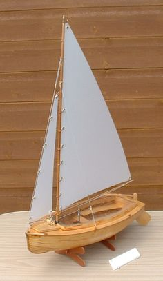Dingy 2014 - Hobbies paining body for kids and adult Wooden Model Boats, Wood Boats, Model Ship Building, Boat Building Plans, Model Sailing Ships, Model Ships, Boat Crafts, Water Crafts, Le Belem