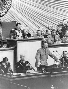 Sitzung des Reichstags in der KrollOpernach der Annexion Österreichs AdolfHitler während seiner Rede daneben nachlinks Staatssekretär Hans...