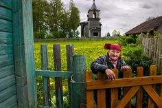 Steve McCurry - Karelia, a region in Northern Europe which is divided between Finland and Russia. It has a distinct culture, language, and architecture. Story Of The World, People Around The World, Around The Worlds, Baba Yaga, Steve Mccurry Photos, Japanese Haiku, World Press Photo, Picture Stand, Color Photography