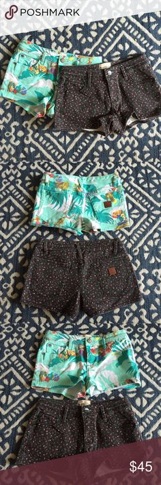ROXY GIRL PRINTED SHORTS SET In excellent condition, gently loved, and from a smoke free environment. Any questions please ask before purchasing. Happy to consider reasonable offers but low balling will be ignored. Price originated at $34 per pair. Roxy Bottoms Shorts