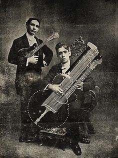 This incredible photo is the only known image of an actual specimen of the 12-bass Style U as it was shown in the 1902/1903 catalog.