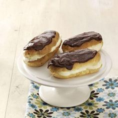 Chocolate Eclairs Recipe- Recipes With creamy filling and fudgy frosting, these eclairs from Jessica Campbell of Viola, Wisconsin are extra special. Köstliche Desserts, Delicious Desserts, Dessert Recipes, Chocolate Eclair Recipe, Chocolate Eclairs, Profiteroles, Churros, Strudel, Yummy Treats
