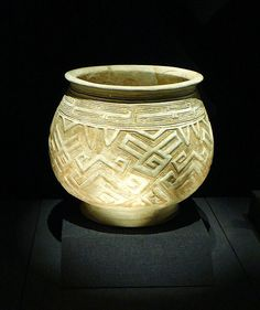 White pottery pot with geometric design,Shang dynasty(1600-1100 BC)
