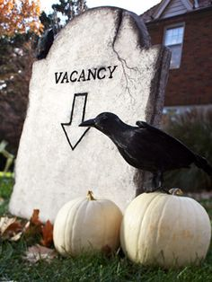 "Halloween Yard Prop DIY ""Vacancy"" Headstone for front yard cemetery"