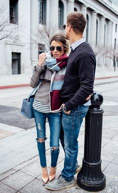 what to wear for a casual couple engagement session - lots of layers, complementary color palette Tomboy Outfits, Mode Outfits, Casual Outfits, Fall Winter Outfits, Autumn Winter Fashion, Paar Style, Blanket Scarf Outfit, Looks Style, My Style