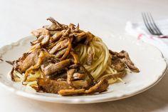 Soté z hlívy můžete použít jako přílohu nebo podle chuti. Organic Recipes, Ethnic Recipes, Gnocchi, Japchae, Food Photo, Oysters, Feta, Ale, Spaghetti