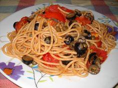 Spaghetti pomodoro capperi e olive