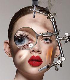 Dit is ook een voorbeeld van technologie aan het menselijk lichaam. Dit accessoire/technologie zorgt ervoor dat de ogen beter functioneren of maakt de onderdelen die moeilijk te zien zijn makkelijker om te zien, doordat het een vergrootglas heeft.