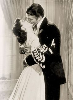 ON-SCREEN: Vivien Leigh and Clark Gable in a Clarence Sinclair Bull publicity still for 'Gone with the Wind' Vivien Leigh, Margaret Mitchell, The Best Films, Great Movies, Classic Hollywood, Old Hollywood, Movie Kisses, Perfect Kiss, Tomorrow Is Another Day