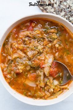 Cabbage soup with tomatoes and lentils Best Soup Recipes, Vegan Recipes, Cooking Recipes, Vegan Food, Christmas Soup, Clean Eating, Healthy Eating, Vegetarian Cabbage, Vegan Soups