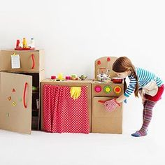 5 cool kids toys you can make of cardboard boxes - DIY cardboard box play kitchen Cardboard Kitchen, Cardboard Box Crafts, Cardboard Toys, Kids Crafts, Projects For Kids, Diy For Kids, Craft Projects, Carton Diy, Diy Karton