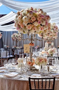 This particular round-up is all about romance! Picture gorgeous garden roses, breath-taking peonies, stunning orchids and pretty hydrangeas in soft shades of ...