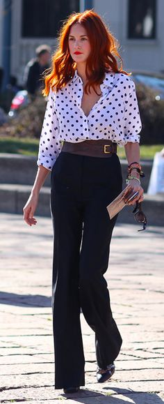 High-waisted pants / wide belt and polka dot blouse---oh this is all me. Now, if I had that hair--happy day!
