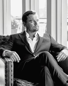 Leonardo DiCaprio covers Rolling Stone magazine If you love fashion check us out. We're always adding new products for your closet! Leonard Dicaprio, Foto Casual, Photography Poses For Men, Business Portrait, Looks Black, Gentleman Style, Attractive Men, Famous Faces, Foto E Video