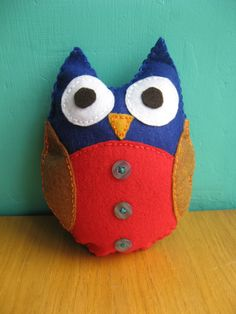 Contact me here, on facebook or else send me an e-mail to order your customed owl :)