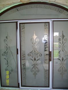 Herra Design   Sticla sablata Glass Partition Designs, Window Glass Design, Frosted Glass Design, Etched Glass Door, Glass Doors, Glass Etching Designs, Bathroom Mirror Design, Dental Office Decor, Pooja Room Door Design