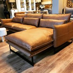 banking bruin Q KOSY 3 zit + Ottomane Q-T - banking Couch Furniture, Apartment Furniture, Furniture Design, Living Room Sofa, Home Living Room, Living Room Decor, Sofa Design, Comfortable Couch, Modern Leather Sofa