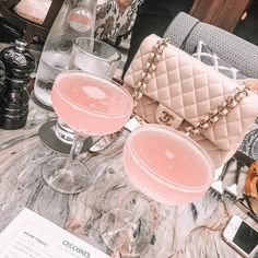 You are in the right place to see the latest trendy handbags and get inspiration from gorgeous chanel bags! Boujee Aesthetic, Aesthetic Pictures, Aesthetic Pastel, House Of Chic, Dior, Eat Better, Pink Cocktails, Pink Drinks, Alcoholic Cocktails