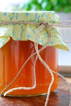 Löwenzahn-Gelee - wieder machen, coole Idee: 5 Blüten separat und die Blütenblätter in den fertigen Gelee geben.