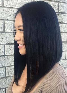 A long bob hairstyle, also known as a lob haircut, is one of the hottest haircuts and styles of the year. This modern style for long hair is quickly becoming a cool look for women. One Length Haircuts, Long Bob Haircuts, Long Bob Hairstyles, Popular Hairstyles, Long Angled Haircut, Gorgeous Hairstyles, Lob Hairstyle, Lob Haircut Straight, Graduated Haircut