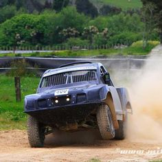 3 wheeling it. Ford 4.0L Class 4 Offroad Race truck Driver: Damian Clayton Position: 1st