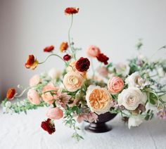 Floral Wedding Centerpieces Planning and Tips - Love It All Wedding Table Centerpieces, Wedding Flower Arrangements, Floral Centerpieces, Floral Arrangements, Wedding Bouquets, Centrepieces, Ranunculus Centerpiece, White Wedding Flowers, Floral Wedding