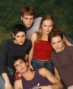 I just finished the one and only season of this show, Young Americans that aired in 2000! I'm upset that it only lasted one season before it got canceled. Ian Somerhalder and Kate Bosworth are beautiful human beings.