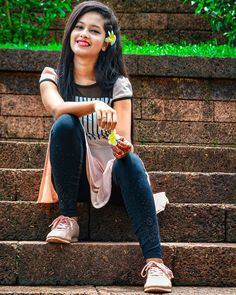 Chat with indian girls on Friendsim app Cute Girl Poses, Cute Girl Photo, Beautiful Girl Photo, Beautiful Girl Image, Dehati Girl Photo, Girl Photo Poses, Girl Photography Poses, Stylish Girls Photos, Stylish Girl Pic