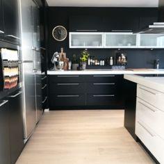 Parkett Saga Eik Premium Pearl Nature White 1-stav | www.tlund.no Shabby Chic Kitchen Decor, Whitewash Wood, Diy Desk, Cleaning Hacks, Kitchen Cabinets, Rustic, Pearls, Saga, Kitchen Ideas