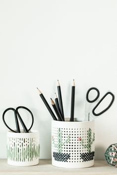 DIY : Embroidery on ceramics. Create unique pencil holders with embroidered patterns