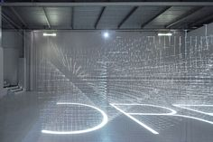 Images are projected from six places on a grid-like work made of mm diameter piano wire (shooting other than the last one = Ryuji Nakamura Design Office) Exhibition Booth Design, Exhibition Display, Holography, Arch Interior, Light Installation, Stage Design, Architect Design, Light Art, Sculpture Art