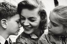 Lauren Bacall in 1960 with children Leslie and Stephen