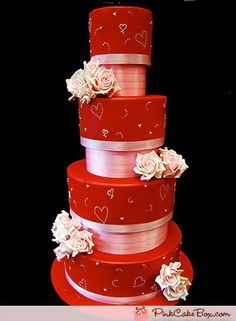 Pretty valentine wedding cake #DonnaMorganEngaged