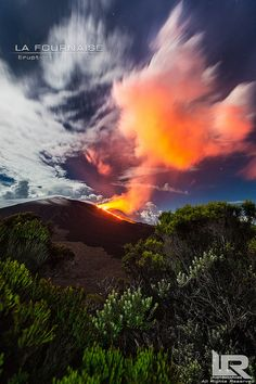 Volcanic Eruption (Reunion Island) by LR Photographies on Volcan Reunion, Mount Nyiragongo, Tornados, Dame Nature, Madagascar, Lava Flow, Active Volcano, Natural Phenomena, Belleza Natural