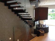 Design trifft Funktion - Formstep Treppen - Modell Laser mit Holzstufen und Glasgeländer - www.formstep.at Stairs, Design, Home Decor, Spiral Stair, Scale Model, Stairway, Decoration Home, Staircases, Room Decor
