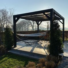 Schaduwdoek met pergola Pergola construction kit + shade cloth: tailor-made total packages for a per Iron Lanterns, Outdoor Space, Timber Roof, Garden Decor, Modern, Pergola Designs, Shade Cloth, Back Gardens, Shades