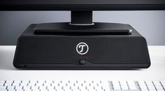 Als ultra-kompaktes Multimedia 2.1-Soundsystem bezeichnet Lautsprecher Teufel GmbH das Teufel Mediadeck, das nunmehr wahlweise in Schwarz oder Silber angeboten wird.