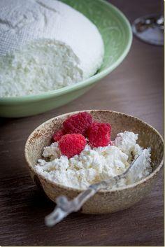 リコッタチーズまで!電子レンジと牛乳で作るチーズレシピ - Locari(ロカリ)