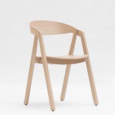 NARDO, una hermosa silla de madera apilables, por MAIGRAU, de alta calidad y materiales naturales