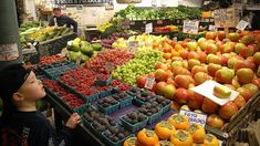Tips to choosing the freshest fruits and veggies.