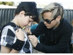 Tommy Joe Ratliff 2013 | Tommy Joe Ratliff, right, the bass player for Adam Lambert, signs the