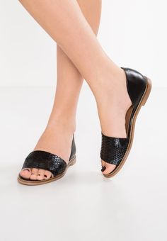 25 Best These shoes are made for walking images | Shoes, Me