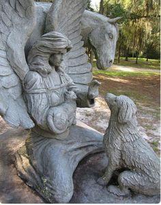 Los cementerios para mascotas son lugares que reflejan la manera en la que el ser humano se ha relacionado con la muerte de sus amados amigos.