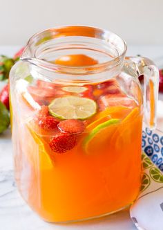 Two-Ingredient Sangria: Jug of good quality juice blend juice and has two or three desirable flavors -orange-pineapple-apple combo or mango-peach) Bottle of rosé wine (sparkling-if serving right away or wine-if letting to marinate with fruit). The Pioneer Woman, Pioneer Women, White Peach Sangria, White Wine Sangria, Red Wine, Virgin Sangria, Virgin Drinks, Summer Sangria, Berry Sangria