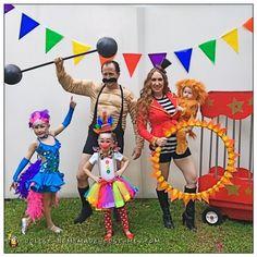 Circus Carneval DIY Costume I Karneval Fasching Kostüm Zirkus Lauren: Mom (Lauren Castine) - lion tamer Baby (Blakely) - lion cub Dad (Kevin Castine) - strong man Oldest daughter (Kendall) - tightrope walker Middle daughter (Leighton) - clown We always. Circus Family Costume, Circus Halloween Costumes, Halloween Costume Contest, Family Costumes, Baby Halloween, Halloween Decorations, Circus Themed Costumes, Vintage Halloween, Homemade Costumes