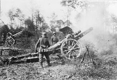 GERMAN ARMY EASTERN FRONT RUSSIAN POLAND (Q 23812)   An artillery post with a 150mm Howitzer, S.F.H. 13 in the Dneister . Forest. WW I